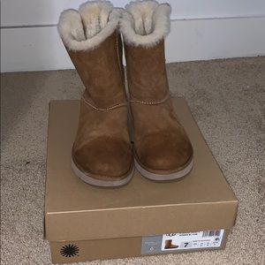 Uggs Classic Short ll (bow bailey)